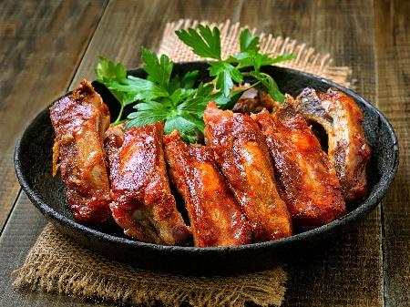 Пържени мариновани свински ребърца на уок тиган - снимка на рецептата